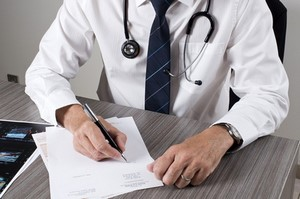 Moins de dépassements d'honoraires chez les médecins