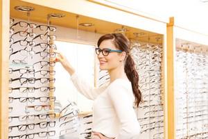 Réseaux de soins : la Centrale des opticiens face à Carte Blanche partenaires