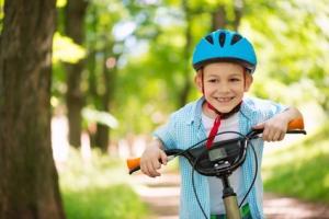 Les moins de 12 ans sont obligés de porter un casque à vélo