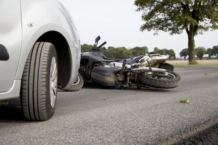Comportements à risques et équipement : prudence à moto