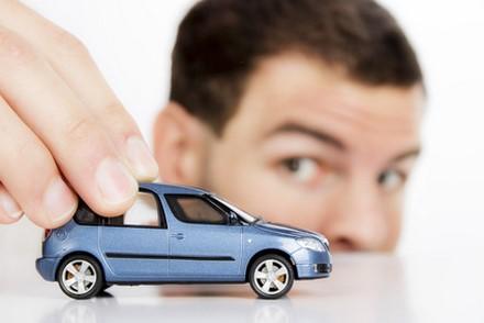 Assurance auto : Aviva joue la carte multi-accès