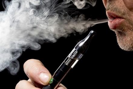 Santé : l'e-cigarette gagne du terrain