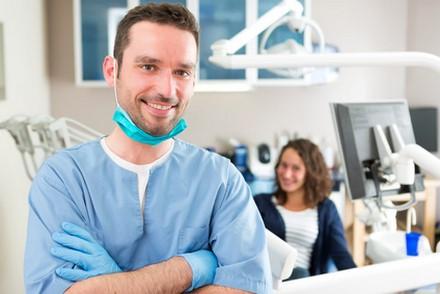 Discussions autour de l'importance des frais dentaires