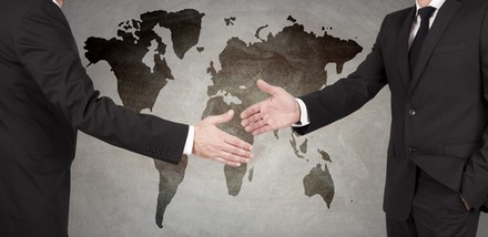 Axa renforce sa présence internationale